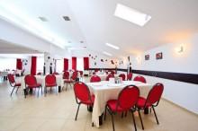 salonul-rosu-hotel-orizont-cozia-2