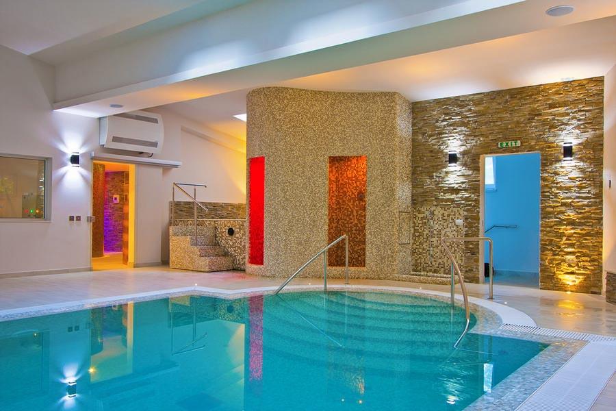 Spa calimanesti caciulata for Hotel cu piscina